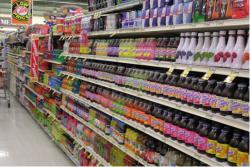 Выкладка функциональных напитков в супермаркете США.